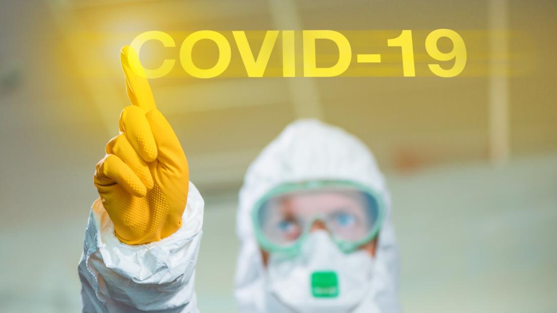 Covid-19 wuhan coronavirus concept with epidemiologist using virtual screen, selective focus