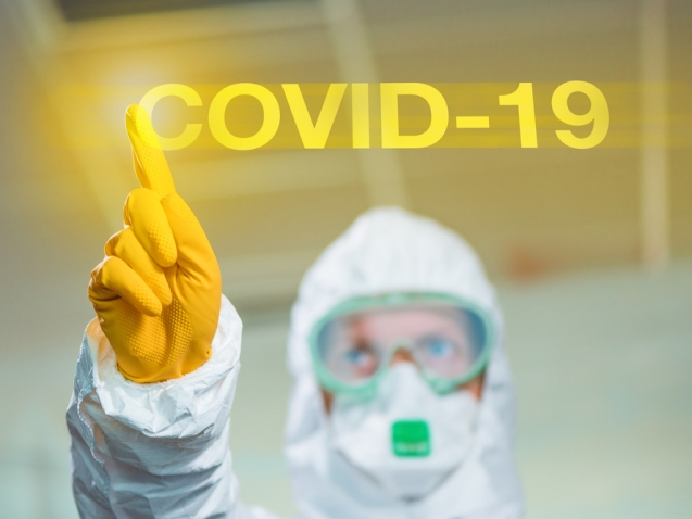 Covid-19 wuhan coronavirus concept with epidemiologist using virtual screen, selective focus